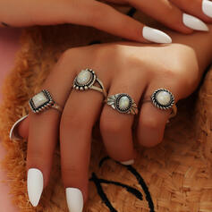 Vintage Alloy With Gem Rings 4 PCS